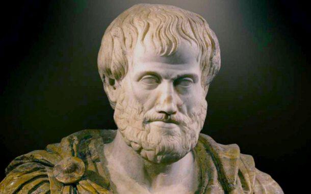 """Aristoteles varlık felsefesini """"ilk felsefe"""" olarak isimlendirmiş."""
