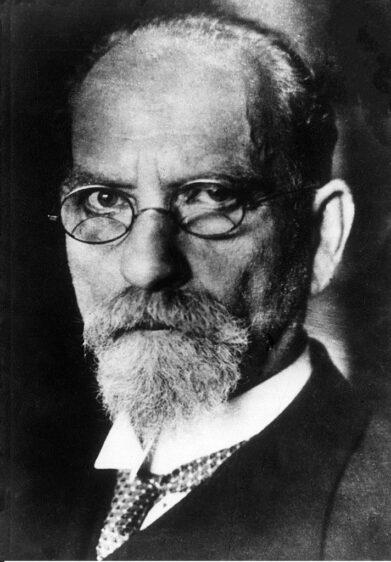 Edmund Husserl, fenomenolojinin kurucusu sayılmaktadır.