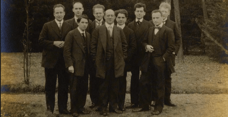 Moritz Schlick (ortada ve önde) ve öğrencileri.