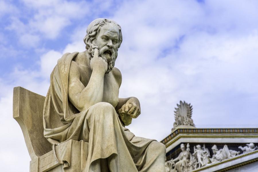 """Sokrates, """"Sorgulanmamış hayat, yaşanmaya değmez."""" sözcüğü ile sorgulamanın önemini ortaya koymuştur."""