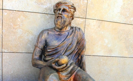 Anaksagoras, nous kavramının öncü filozofudur.