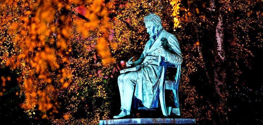 Kierkegaard, varoluşçuluk felsefesinin önde gelen isimlerindendir.