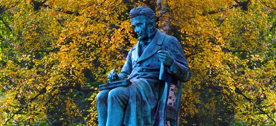 Kierkegaard'ın Kopenhag'daki heykeli.