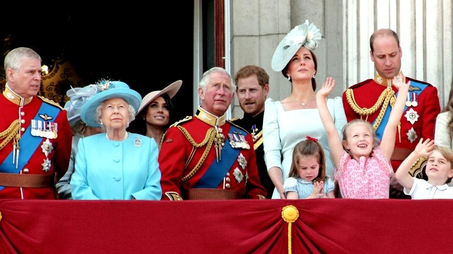 İngiltere'deki kraliyet anlayışı, günümüzün monarşi örneklerindendir.