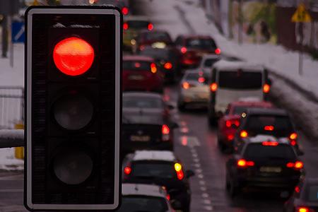 Kırmızı ışıkta vicdani gereklilikten ötürü durulmalıdır.