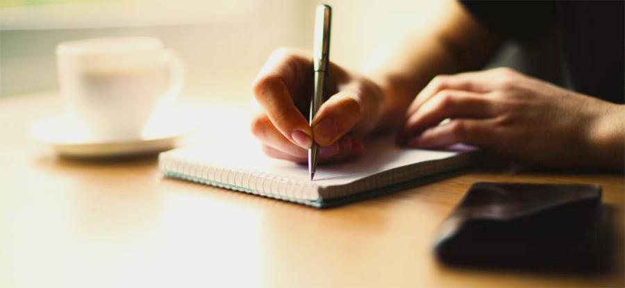 Eğitimin amaçlarından birisi de okuma-yazma becerisi kazandırmaktır.