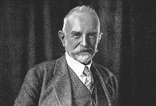 Sembolik etkileşimcilik bakış açısının, sosyoloji kuramının gelişiminde önemli bir rol oynayan George Herbert Mead (1863-1931) tarafından geliştirildiği ve bu bakış açısının daha sonra sembolik etkileşimcilik olarak adlandırıldığı öne sürülür.
