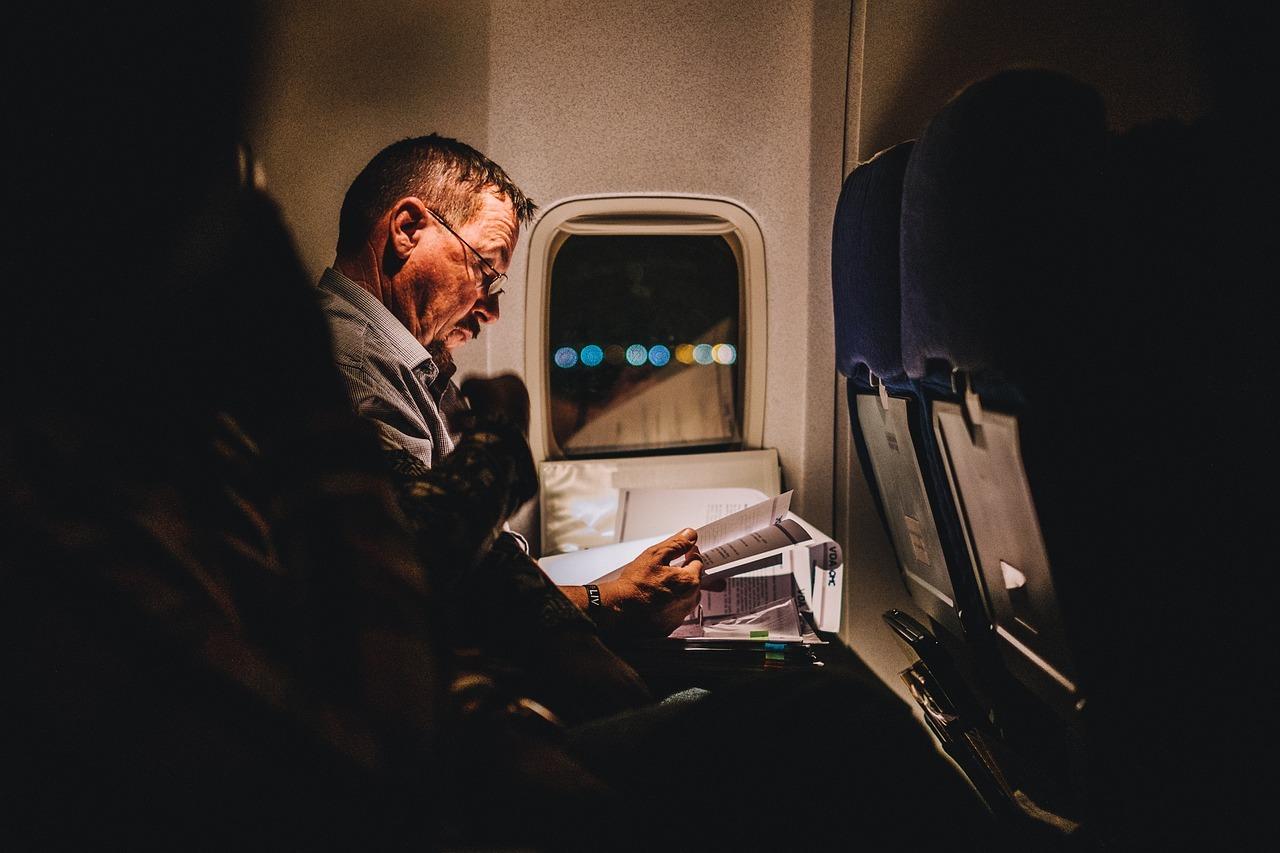 uçak, kitap, yolculuk